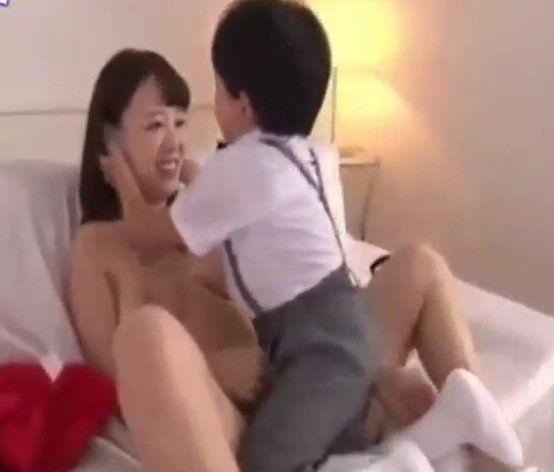 Porn mom boy Mom Porn