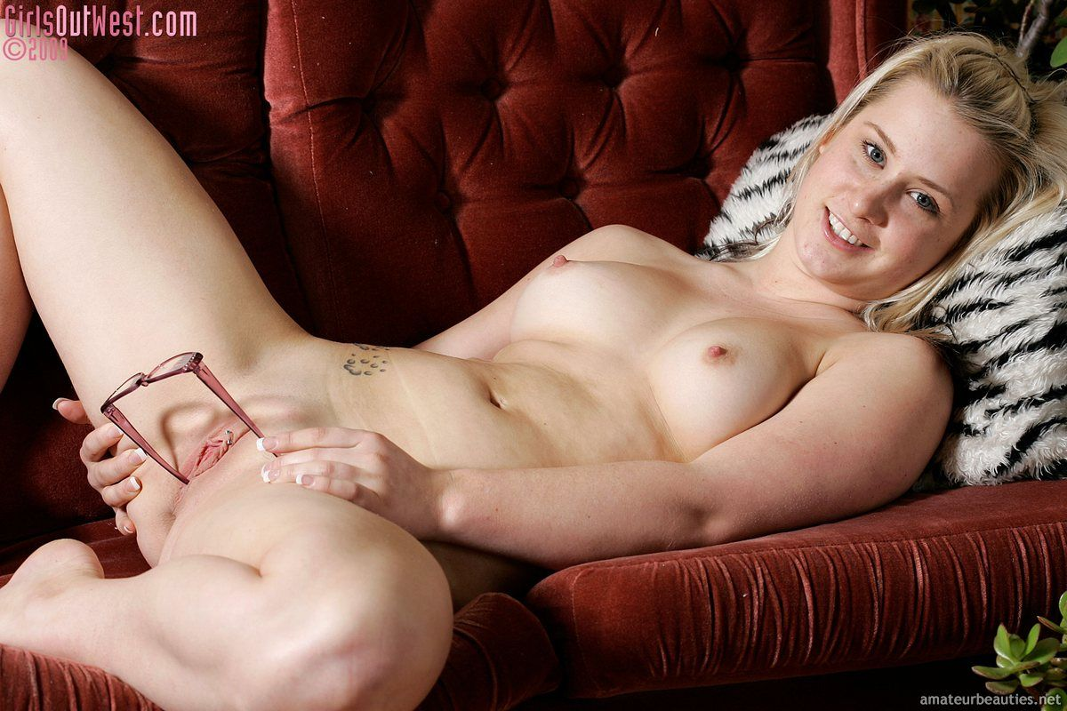 Young nude fantasy girl