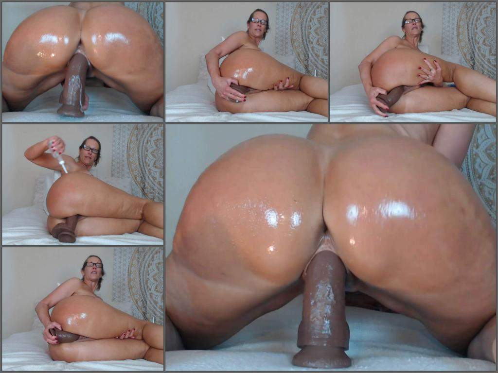 Mature oiled tits and ass dildo Oiled Ass Dildo Nude Photos