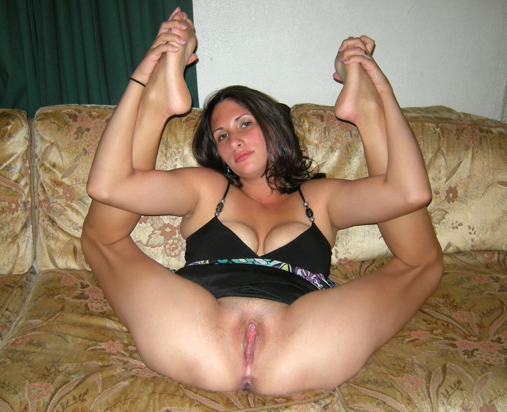 Teen legs spread solo