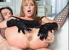 Public Agent Hot brunette Latina twerks on his cock.