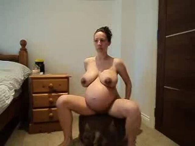 Hart pregnant kelly Kelly Hart